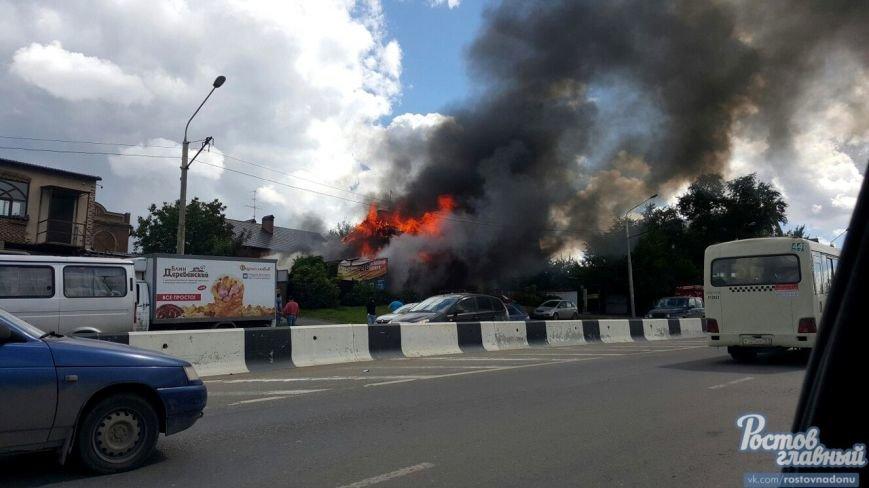 В Ростове на СЖМ сгорела шиномонтажная мастерская, огонь угрожал соседним зданиям, фото-1