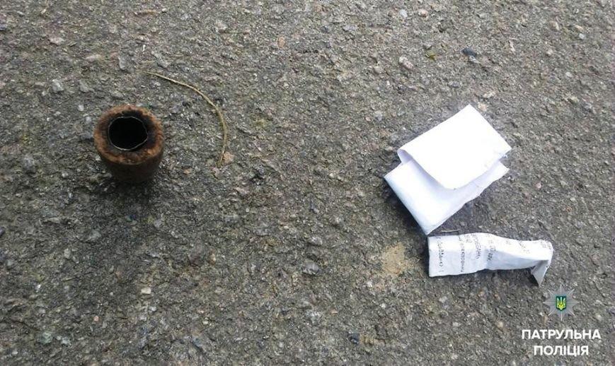 Херсонские патрульные задержали молодых людей с веществом, похожим на наркотики (фото), фото-2