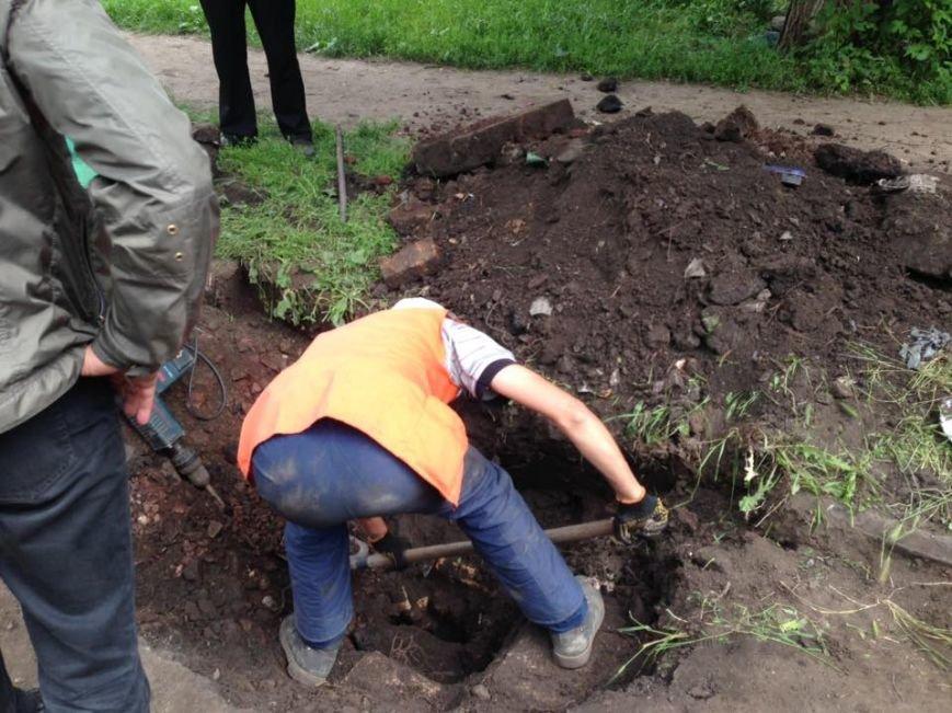В Кривом Роге под полутораметровым слоем земли нашлись ливневки (ФОТО), фото-2