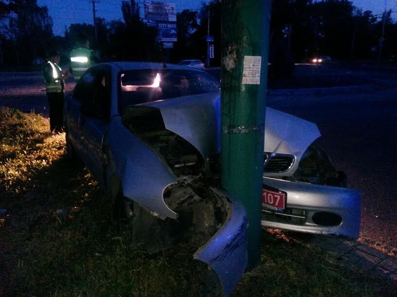 В Мариуполе  Daewoo на Приморском бульваре врезался в столб (ФОТО+ВИДЕО), фото-3