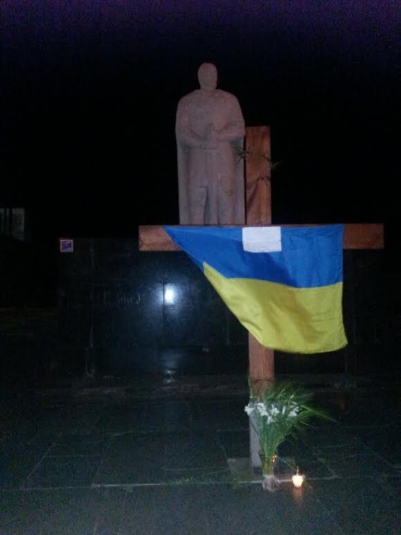 В Мариуполе разгорелся скандал вокруг креста на площади Свободы (ФОТО), фото-2