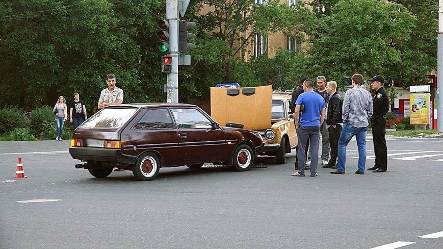 В Мариуполе водитель ВАЗа  без прав спровоцировал аварию на оживленном перекрестке (ФОТО+ВИДЕО), фото-1