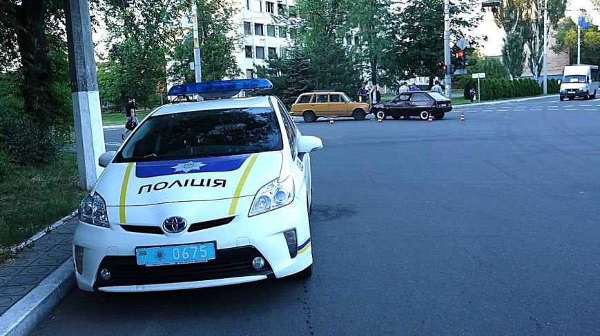 В Мариуполе водитель ВАЗа  без прав спровоцировал аварию на оживленном перекрестке (ФОТО+ВИДЕО), фото-2