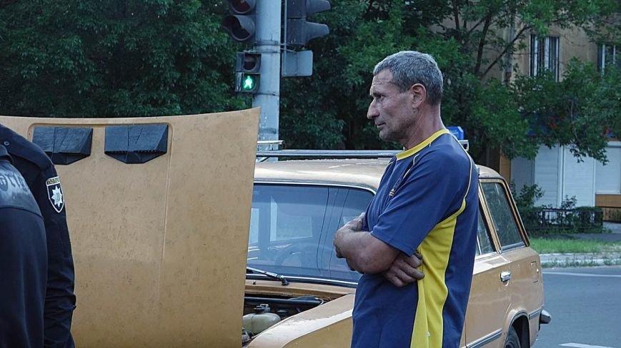В Мариуполе водитель ВАЗа  без прав спровоцировал аварию на оживленном перекрестке (ФОТО+ВИДЕО), фото-3