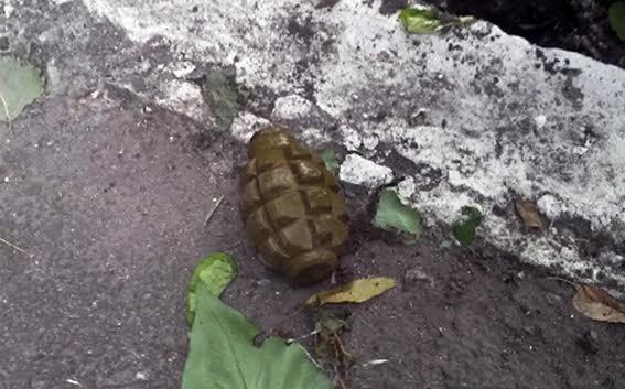 В Мариуполе жители устроили субботник, а нашли гранату (ФОТО), фото-2