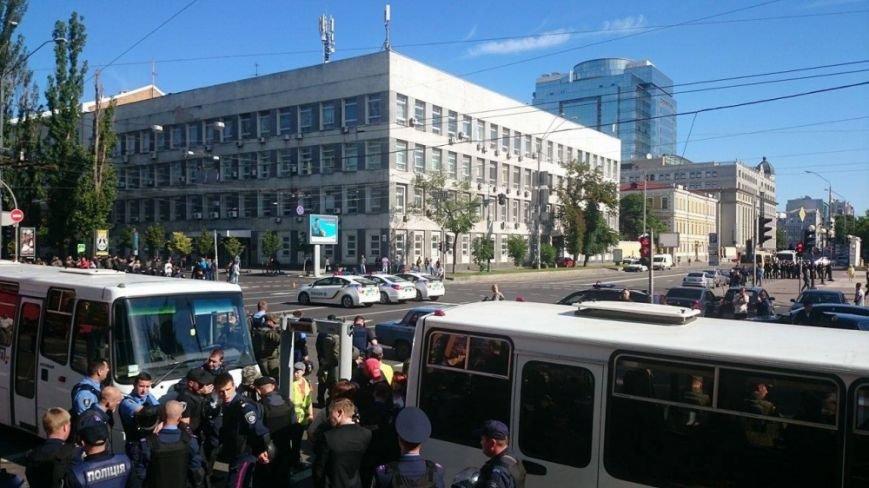 В Киеве начался Марш равенства. Правый сектор поджидает колонну где-то на пути, чтобы заблокировать движение (ФОТО), фото-5