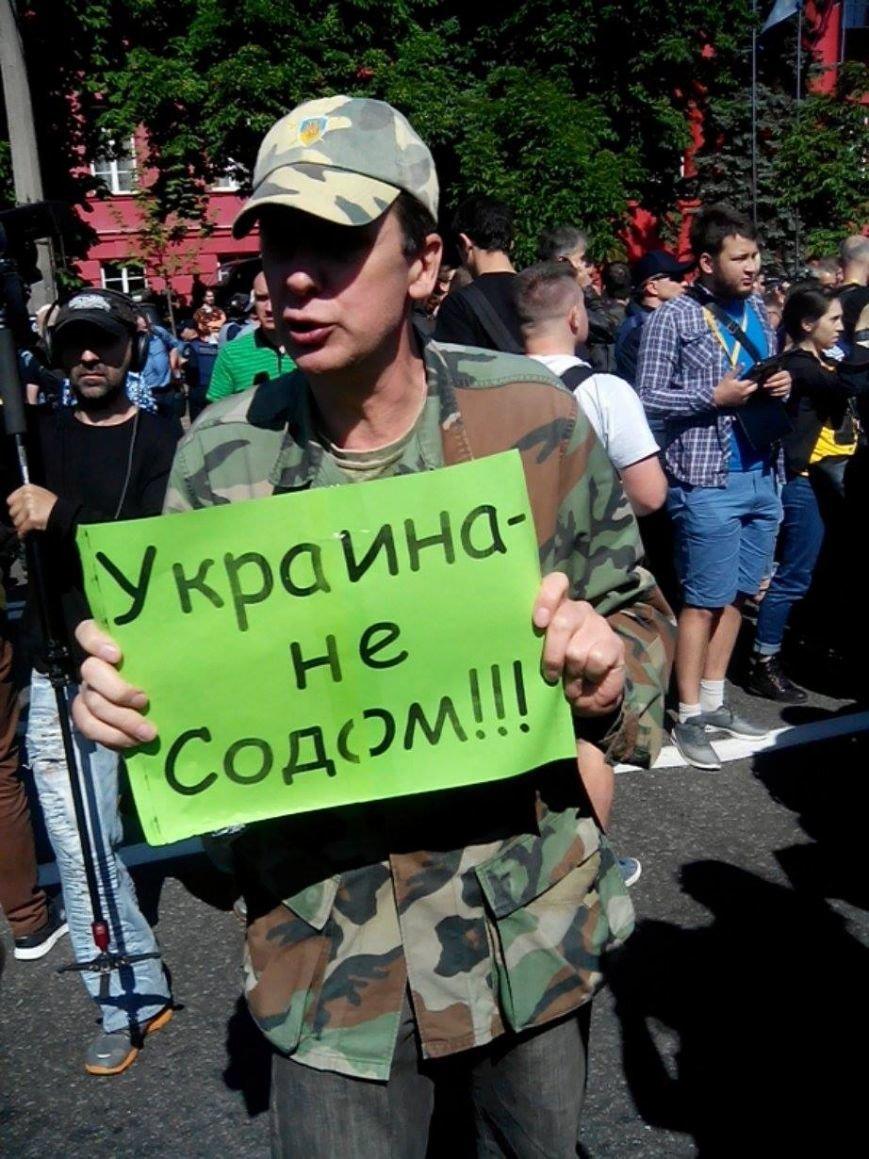 В Киеве начался Марш равенства. Правый сектор поджидает колонну где-то на пути, чтобы заблокировать движение (ФОТО), фото-1