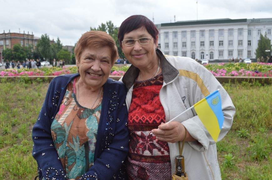 В Северодонецке прошла патриотическая акция, посвященная Дню Конституции Украины, фото-4