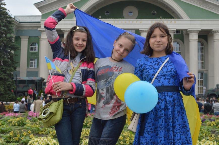 В Северодонецке прошла патриотическая акция, посвященная Дню Конституции Украины, фото-10