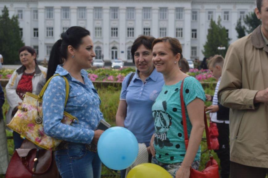 В Северодонецке прошла патриотическая акция, посвященная Дню Конституции Украины, фото-5
