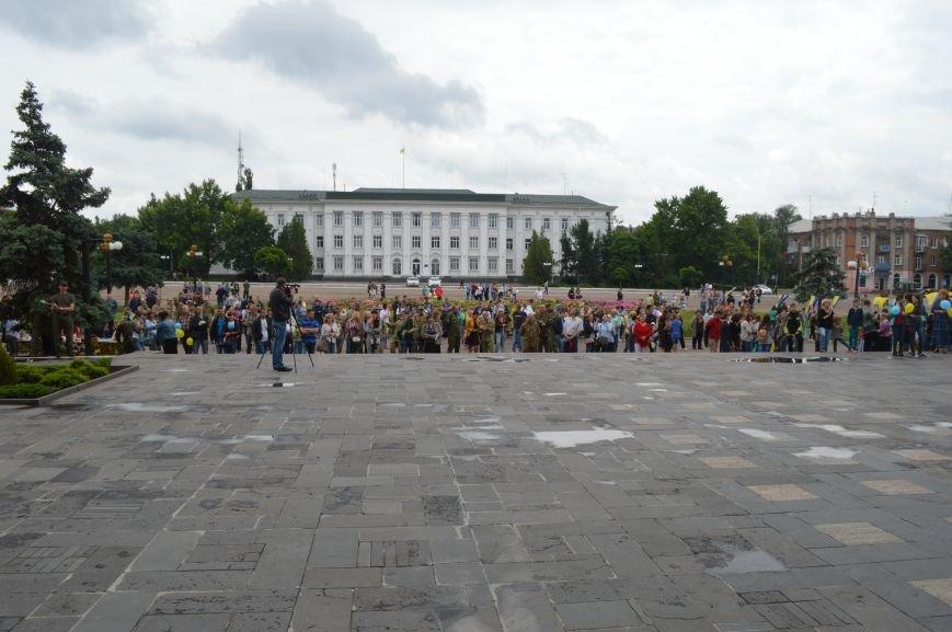 В Северодонецке прошла патриотическая акция, посвященная Дню Конституции Украины, фото-9