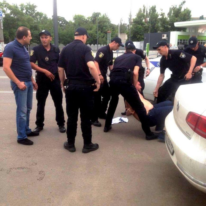 Херсонка стала свидетелем погони полицейскими автомобиля, несущегося на огромной скорости в черте города (фото), фото-1