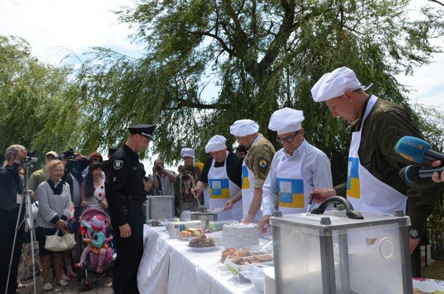 Аваков, Тарута, Аброськин и Троян сварили гороховый суп для мариупольцев (ФОТО+ВИДЕО), фото-17