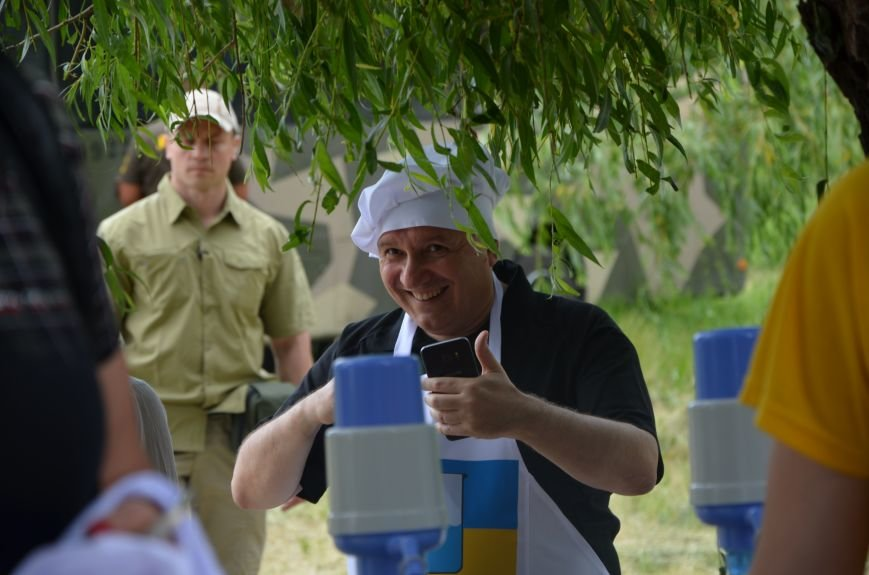 Аваков, Тарута, Аброськин и Троян сварили гороховый суп для мариупольцев (ФОТО+ВИДЕО), фото-6