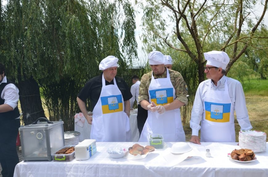 Аваков, Тарута, Аброськин и Троян сварили гороховый суп для мариупольцев (ФОТО+ВИДЕО), фото-16