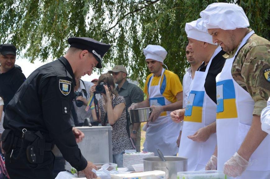 Аваков, Тарута, Аброськин и Троян сварили гороховый суп для мариупольцев (ФОТО+ВИДЕО), фото-4