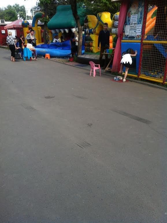 В Мариуполе автомобилист на тротуаре наехал на девушку (ФОТО), фото-1