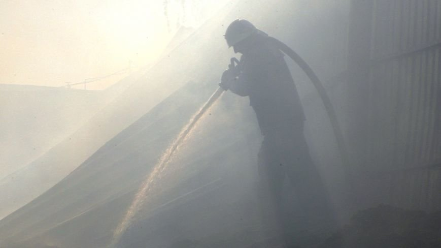 Нежинский жирокомбинат тушило 16 спасателей, фото-4