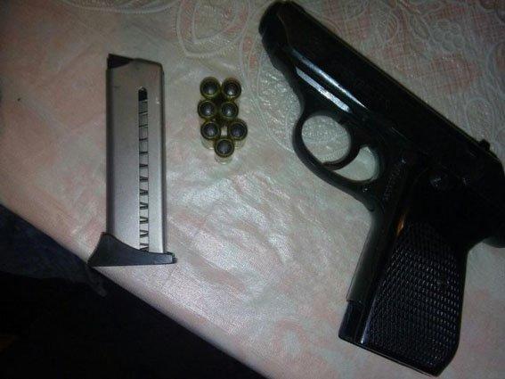 Краматорские полицейские выявили оружие и самогон в прифронтовом Очеретино(ФОТО), фото-2