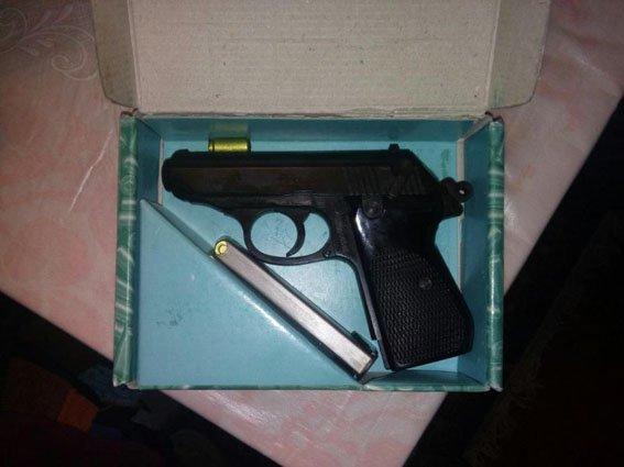 Краматорские полицейские выявили оружие и самогон в прифронтовом Очеретино(ФОТО), фото-1