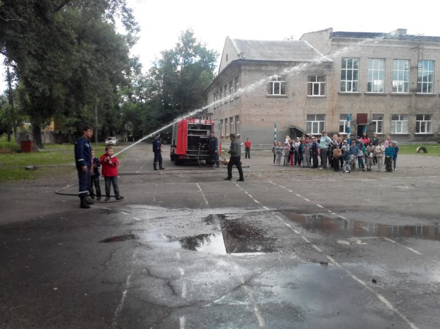 Краматорские спасатели напомнили ребятне о правилах безопасности, фото-3
