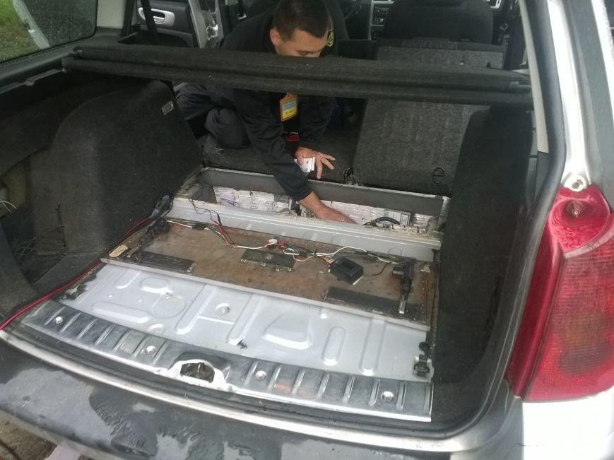 Через закарпатський кордон намагались перевезти майже 4 тисячі пачок цигарок: фото, фото-9