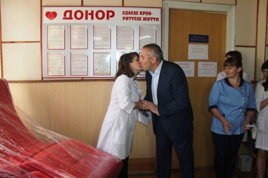 Донорское кресло, подаренное Андреем Путиловым Центру службы крови, было куплено самим Центром месяц назад, фото-2