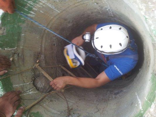 Крымские спасатели вытащили пьяного мужчину из 8-метрового колодца (ФОТО), фото-1