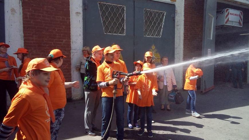 МЧС ТиНАО устроило детям экскурсию в пожарную часть, фото-3