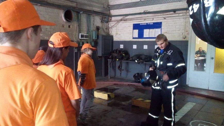 МЧС ТиНАО устроило детям экскурсию в пожарную часть, фото-1