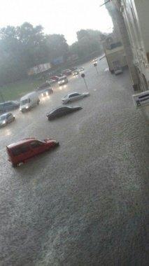 Злива перетворила вчора Чернівці на маленьку Венецію, фото-4