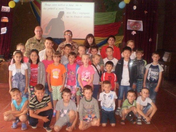 В Херсонской области детям провели мастер-класс боя на саблях и накормили казацким кулешом (фото), фото-1