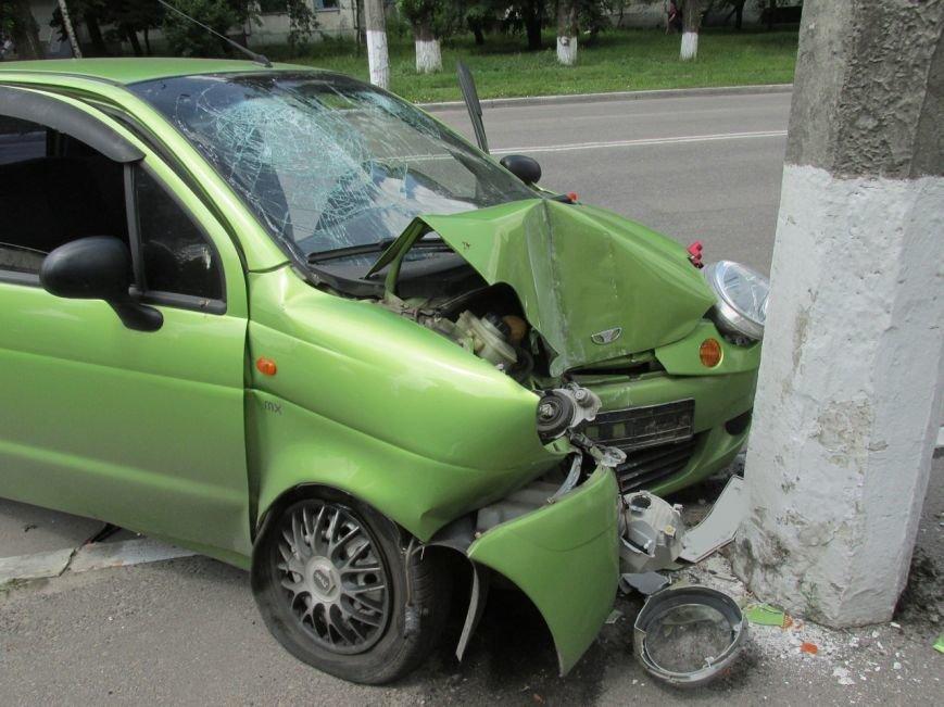 ДТП в Кременчуге: у Део Матиса лопнуло колесо, и он врезался в электроопору (ФОТО, ВИДЕО), фото-4