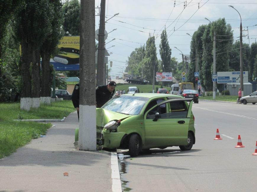 ДТП в Кременчуге: у Део Матиса лопнуло колесо, и он врезался в электроопору (ФОТО, ВИДЕО), фото-1
