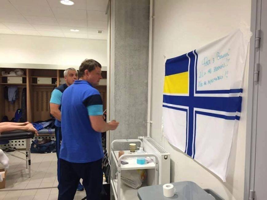 У роздягальні України на Євро - прапор закарпатської 128-ї бригади: фото, фото-4