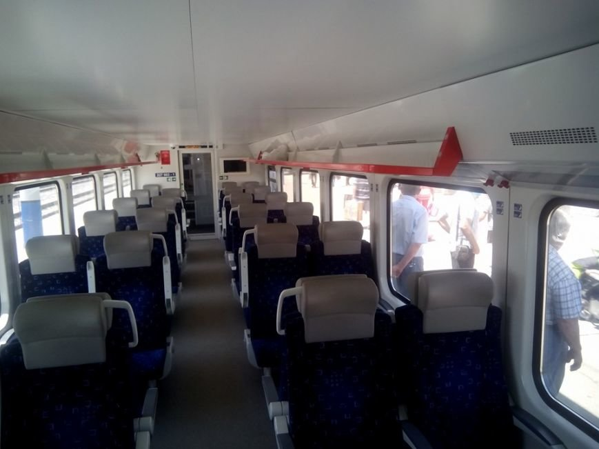 """В Геническ прибыл скоростной поезд """"Интерсити"""", фото-1"""
