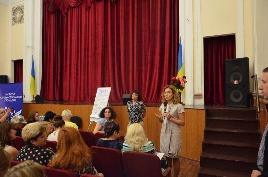 В Мариуполе активистам не удалось подарить похоронный венок Наталье Королевской (ФОТО+ВИДЕО), фото-12