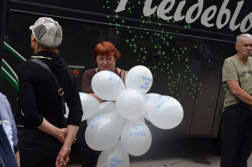 В Мариуполе активистам не удалось подарить похоронный венок Наталье Королевской (ФОТО+ВИДЕО), фото-7