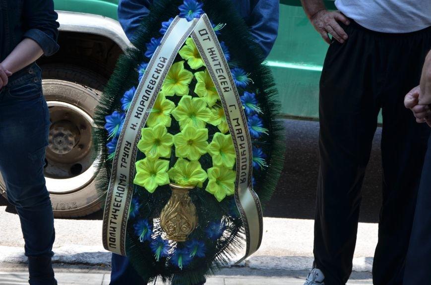 В Мариуполе активистам не удалось подарить похоронный венок Наталье Королевской (ФОТО+ВИДЕО), фото-9