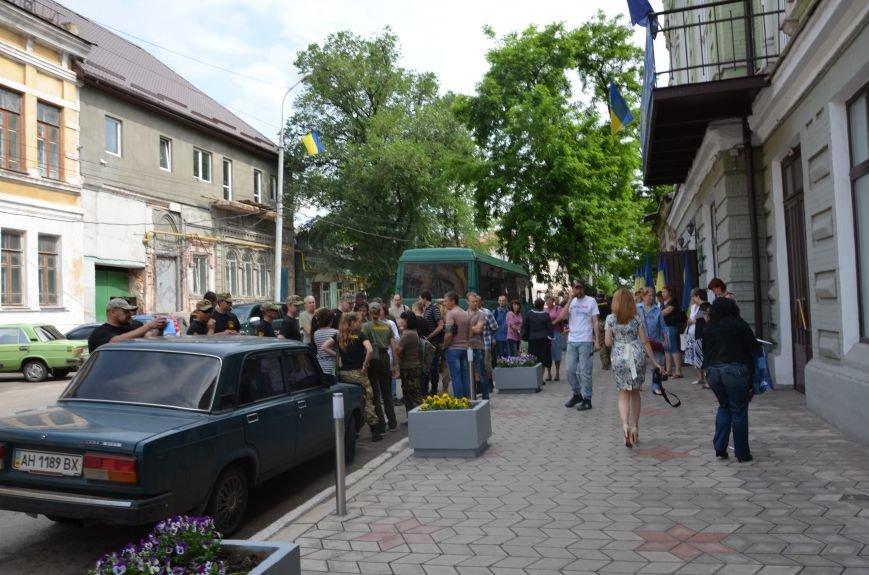 В Мариуполе активистам не удалось подарить похоронный венок Наталье Королевской (ФОТО+ВИДЕО), фото-1