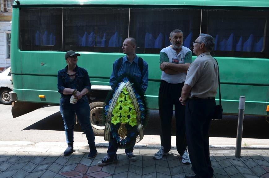 В Мариуполе активистам не удалось подарить похоронный венок Наталье Королевской (ФОТО+ВИДЕО), фото-8