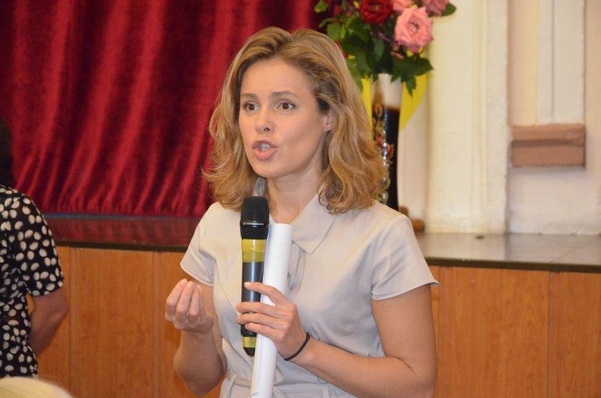 В Мариуполе активистам не удалось подарить похоронный венок Наталье Королевской (ФОТО+ВИДЕО), фото-13