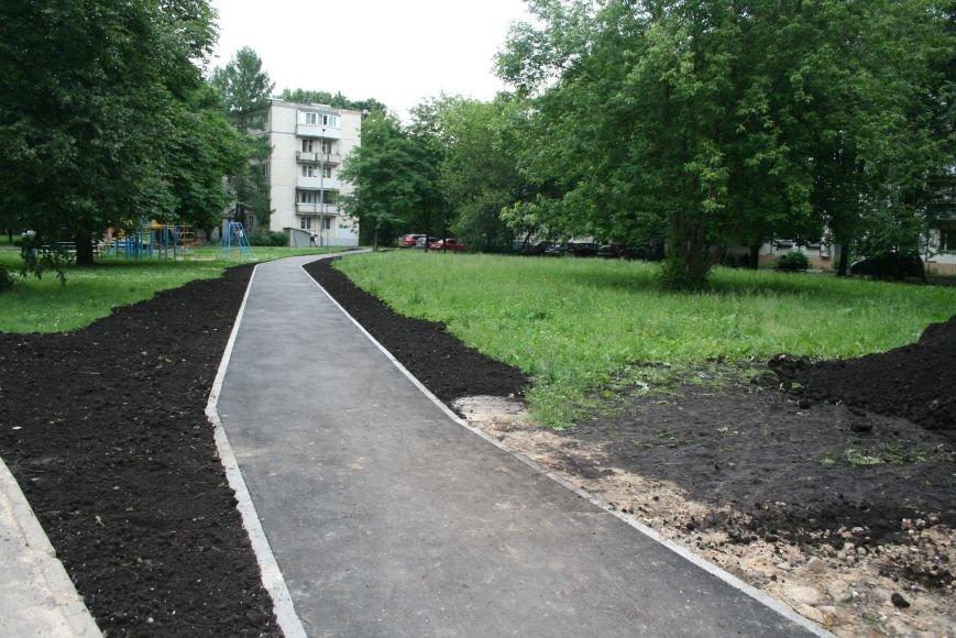 На Школьной улице Троицка благоустроили территорию, фото-1
