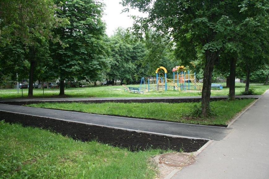 На Школьной улице Троицка благоустроили территорию, фото-2