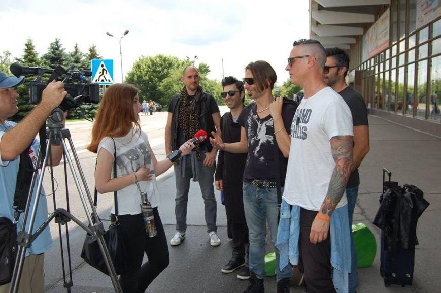 """Первыми словами вокалиста PAVIC были """"Слава Украине!"""": прибыли первые участники фестиваля """"кРок у майбутнє"""" (фото), фото-1"""