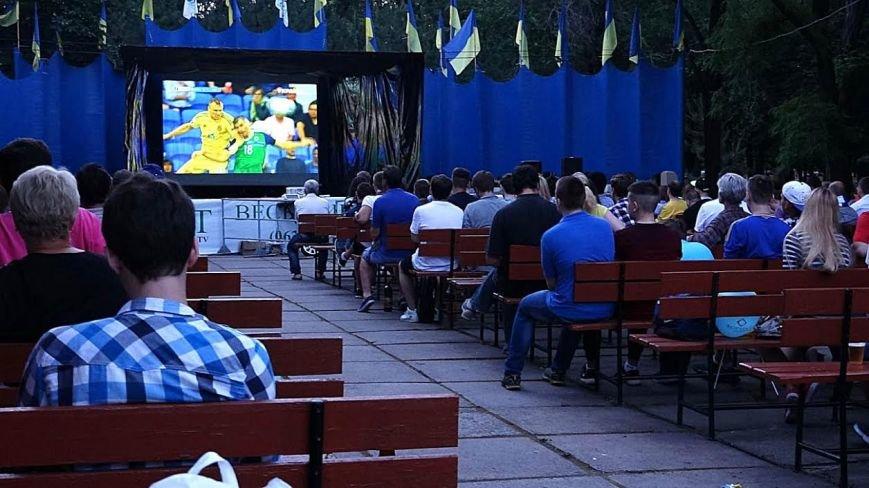 Мариупольцы  в Городском саду болели за Украину (ФОТОРЕПОРТАЖ), фото-8