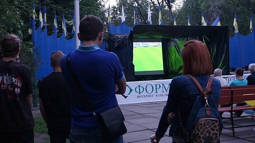 Мариупольцы  в Городском саду болели за Украину (ФОТОРЕПОРТАЖ), фото-7