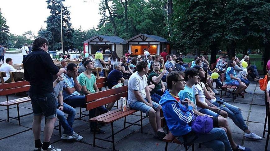 Мариупольцы  в Городском саду болели за Украину (ФОТОРЕПОРТАЖ), фото-5