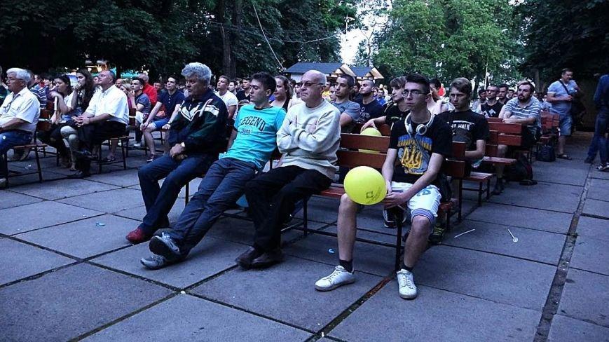 Мариупольцы  в Городском саду болели за Украину (ФОТОРЕПОРТАЖ), фото-6