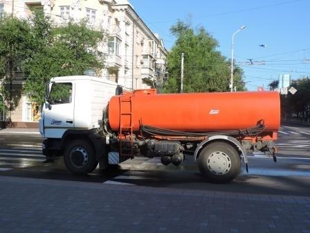 На мариупольские дороги каждый день будут лить по 200 кубов воды (ФОТО), фото-1